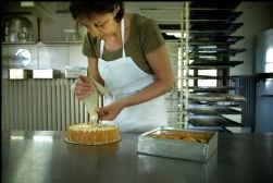 Vera De Hollander maakt Veurnse meringuetaart.