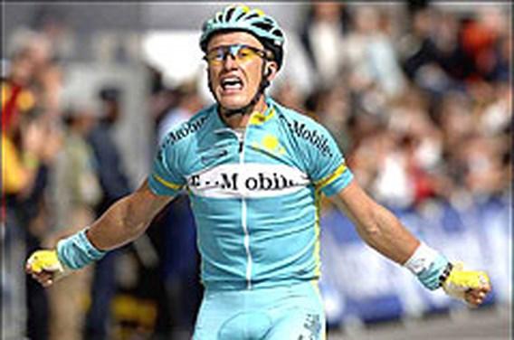 Vinokourov snelste op Champs-Elysées