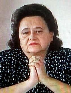 Met tranen in de ogen smeekte Ljiljana Karadzic haar man zich over te geven.
