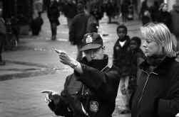 Net als vrouwen in de beginperiode bij de politie moeten allochtonen zich dubbel bewijzen.