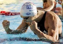 Filippo Magnini balt de vuisten. Hij verraste de favorieten op de 100 meter vrije slag.