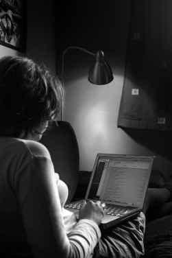 ,,Ouders controleren het internetgedrag van hun kinderen te weinig. Controleren betekent niet meekijken, maar wel erover praten'', zegt Marjan Gerarts.