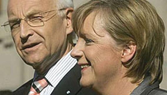 Merkel stelt kabinet voor