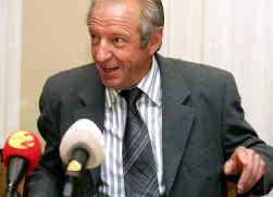 Kan José De Cauwer, die betrokken is in een rechtszaak, jongeren coachen?