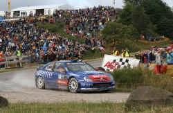 Ondanks een tweede plaats in de Rally van Japan mag Sebastien Loeb toch met champagne spuiten. Loeb is wereldkampioen.