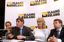 Vlaams Belang-kopstukken (vlnr.) Gerolf Annemans, Filip Dewinter, Anke Vandermeersch en Jurgen Ceder presenteren de nieuwe A-nota van Vlaams Belang.