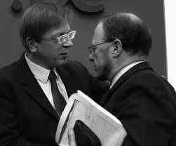 Premier Guy Verhofstadt (links) en ACV-voorzitter Luc Cortebeeck: toenadering.