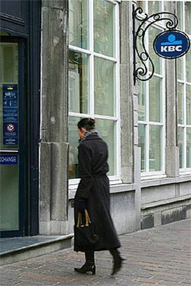 KBC fuseert Hongaarse verzekeringsdochters