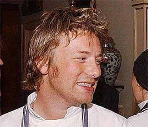 Jamie Oliver looft beloning uit na overval op pub van ouders