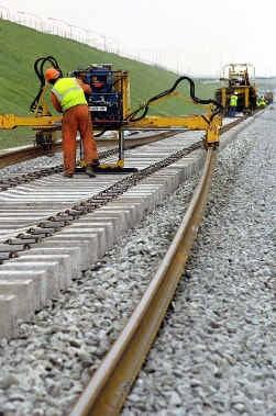 De werkgeversorganisatie VBO pleit voor meer investeringen in infrastructuur. ,,Liever dat dan gratis openbaar vervoer waar de klant niet om vraagt.''