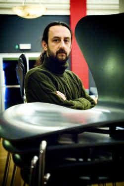 Mesut Arslan is programmator van het Festival 0090 en jurylid van het Theaterfestival.