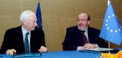 Voorzitter Philippe Maystadt van de EIB en commissaris Louis Michel: een Europese vuist tegen de Wereldbank.