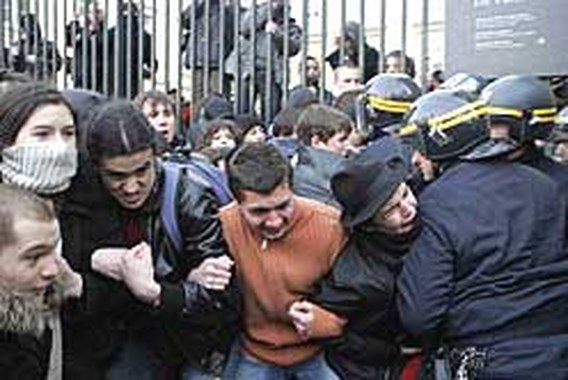 Franse studenten weer slaags om banenplan