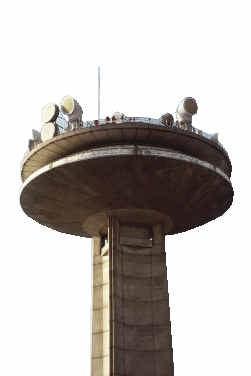 De VRT-toren aan de Reyerslaan.