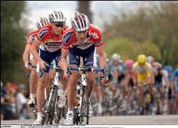 Marc Coucke over de ontgoochelende start van zijn ploeg Davitamon-Lotto: ,,Alles wordt bij ons afgewogen tegen die andere ProTourploeg die momenteel fenomenaal rijdt. Dat is niet altijd even gemakkelijk.''