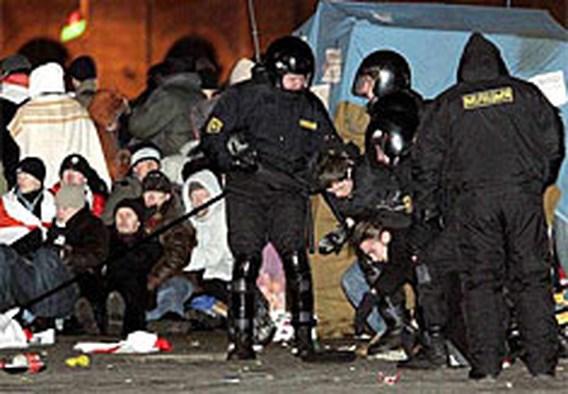 Oproerpolitie ontruimt Oktoberplein