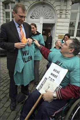 Gehandicapten willen 700 nieuwe PAB'ers van Leterme
