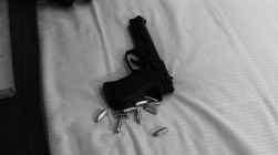 Ze had een revolver en kogels bij zich.