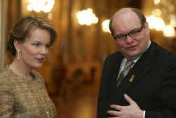 Prinses Mathilde in het gezelschap van een van de adviseurs van haar man, Ghislain d'Hoop.