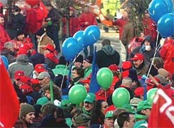 Achterban vakbonden stemt in met loonakkoord