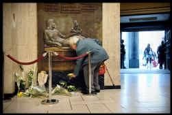 Bij recente gewelddaden zoals de moord op Joe Van Holsbeeck in Brussel viel het op dat geen enkele van de getuigen heeft ingegrepen.
