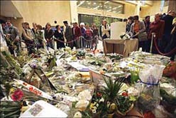 Poolse delegatie legt bloemen neer
