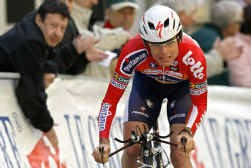 Vijf jaar geleden won Cadel Evans bij zijn profdebuut op de weg meteen Dwars door Lausanne. Op dezelfde stenen won de ex-mountainbiker de tijdrit en de eindstand in de Ronde van Romandië.
