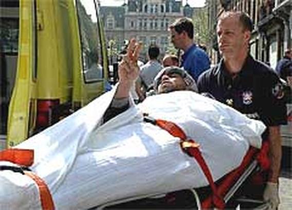 Hongerstakers in Klein Kasteeltje weggevoerd met ambulance