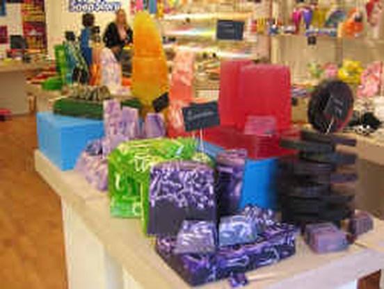 The Soap Story versnelt winkelopeningen