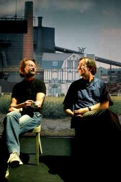 Dominique Pauwels (componist) en Guy Cassiers (regisseur) in het decor van ,,Onegin''.