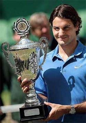 Federer wint Halle en evenaart Björn Borg