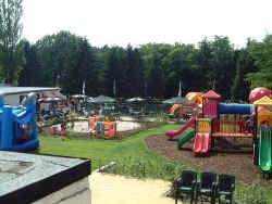 Flipperland heeft zowel een grote buiten- als binnenspeeltuin.