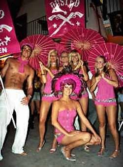 Welcome to Dusted, het wekelijkse feestje op vrijdagavond in de club Eden, met naast Justin Robertson, the Glimmers.