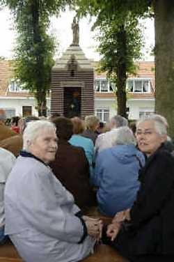Er was heel wat belangstelling bij de voorstellen van de gerestaureerde kapel en parochiegebouw.