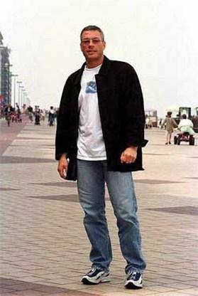 Jean-Claude Van Damme rijdt tegen boom in Knokke-Heist