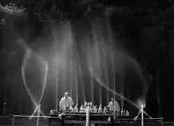 Het ultieme cola- en Mentosexperiment, geïnspireerd op de Bellagiofontein in Las Vegas.