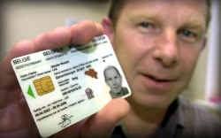 Hoe houd- en bruikbaar is een elektronische identiteitskaart waarvan de chip loskomt?