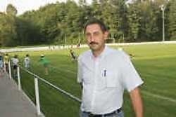Erik Clement, verantwoordelijke van de jeugdploeg van FC Huldenberg, bij het pas heraangelegde voetbalterrein.