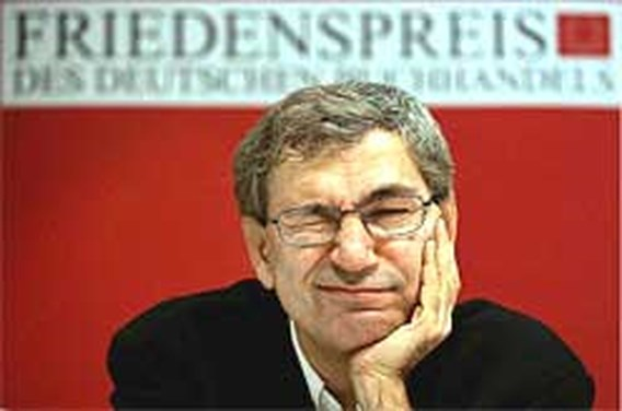 Orhan Pamuk wint Nobelprijs literatuur