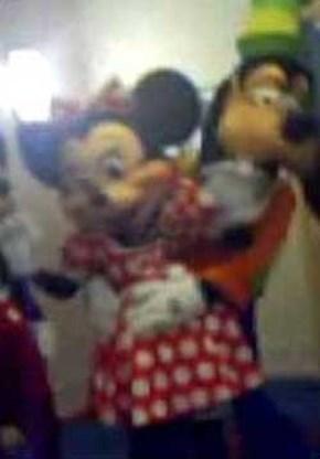 Goofy en Minnie maken het bont