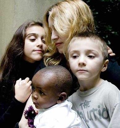 Madonna leert Afrikaanse taal voor adoptiezoon