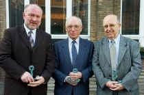 Eric Grimonprez, Roger Sinnaeve en directeur Willy Phlypo kregen dit jaar het anker van de VMS.