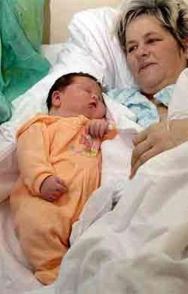 Vrouw zet baby van zeven kilo op de wereld