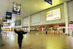 Na een valse bommelding werd de luchthaven afgelopen vrijdag ontruimd. Dat verliep erg moeizaam.
