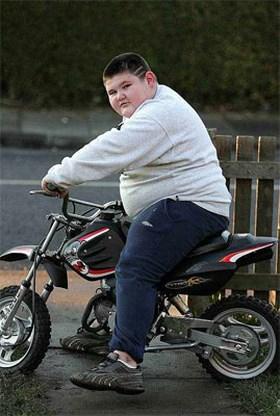 Veel te dik Brits kind blijft voorlopig bij moeder wonen
