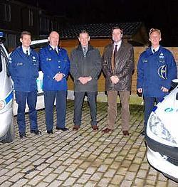 Hoofdinspecteur Vanelslander, korpschef Deryckere, burgemeesters Mostaert en Dejaegher en commissaris Mestdagh juichen het samenwerkingsakkoord tussen de politiediensten toe. Tanith Constant<br>