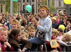 De vraag naar nieuwe evenementen en happenings voor kinderen, zoals hier het bezoek van Samson en Gert, is groot. Luc Verstraeten