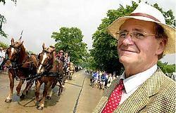 Willy Naessens bij een van zijn grote liefdes, de paarden.David Stockman