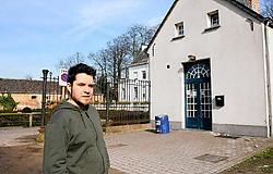 Ook Kristof De Cock van jeugdhuis topYa is voorstander van een afsluiting: ,,Ook wij hebben problemen met die jongeren.'' Eddy Van Ranst<br>