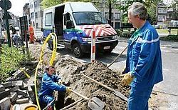 Het gaslek op de hoek van de Torenstraat met de August Van Landeghemstraat ontstond toen tijdens graafwerken de lagedrukgasleiding werd doorboord. Eddy Van Ranst<br>